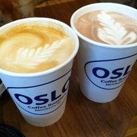 4/18/2012 tarihinde Kimberly T.ziyaretçi tarafından Oslo Coffee Roasters'de çekilen fotoğraf
