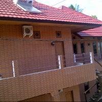 Photo taken at Hotel srikandi by choi h. on 2/14/2012