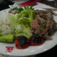 6/12/2012 tarihinde Emrah C.ziyaretçi tarafından Taşhan Et & Restaurant'de çekilen fotoğraf