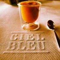 Das Foto wurde bei Ciel Bleu Restaurant von ArtJonak am 4/12/2012 aufgenommen