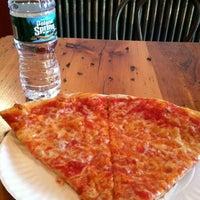 Das Foto wurde bei Percy's Pizza von Narae K. am 4/20/2012 aufgenommen
