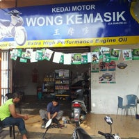 Photo taken at Kedai Motor Wong Kemasik by Amer S. on 5/12/2012