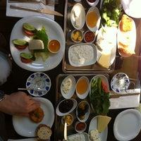 6/2/2012 tarihinde Evren C.ziyaretçi tarafından Cafe 12'de çekilen fotoğraf
