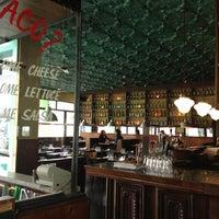 Foto tomada en Taco Box por Adrian H. el 7/15/2012