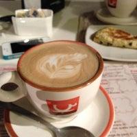 Foto tomada en Café Barra Café por Xavier el 9/2/2012