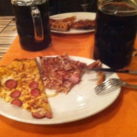 Photo taken at Troppapizza by Irene R. on 4/25/2012