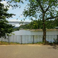 Foto tirada no(a) Inwood Hill Park por Sahily M. em 6/24/2012