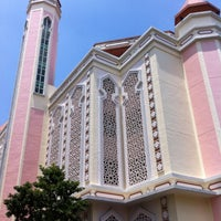 Photo taken at Al-Iman Mosque by ,7TOMA™®🇸🇬 S. on 8/14/2012