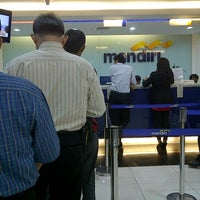 Photo taken at Bank Mandiri KCP Jakarta Thamrin Nine by Sielvy on 3/28/2012