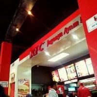 รูปภาพถ่ายที่ KFC โดย Aldy C. เมื่อ 5/13/2012