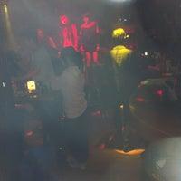 Photo prise au V8 Club par Jason L. le2/24/2012