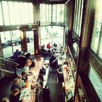 Foto tomada en Zuni Café por Lindsay W. el 9/7/2012