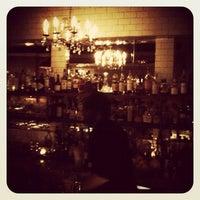 6/16/2012 tarihinde Meagan B.ziyaretçi tarafından Maude's Liquor Bar'de çekilen fotoğraf