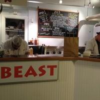 Foto tomada en Roast Beast por Martha K. el 2/25/2012