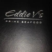 Foto scattata a Eddie V's Prime Seafood da Rayni R. il 8/14/2012