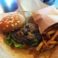 Foto scattata a Epic Burger da Michael Corbett S. il 4/22/2012