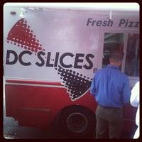 Foto tirada no(a) DC Slices por Kenneth W. em 6/14/2012