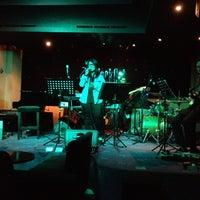 Foto tirada no(a) BlackCat Jazz & Blues Club por Willem em 7/29/2012