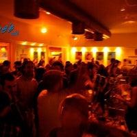 รูปภาพถ่ายที่ Blue's Cafè โดย Per Ora B. เมื่อ 5/18/2012