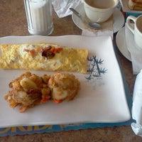 Foto tomada en Maracas Latin Restaurant por Karen F. el 3/31/2012