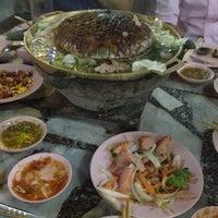 Photo taken at เฉินหลงกุ้งย่าง by Sureemas F. on 3/16/2012