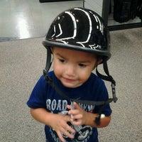 Foto tomada en Pomona Valley Harley-Davidson por Mirna H. el 6/23/2012