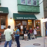 Photo taken at Earth - Bread + Brewery by Gary H. on 8/16/2012