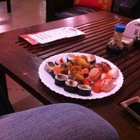 Photo taken at Tokyo Culinária Japonesa by Daiana C. on 8/8/2012