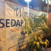 Photo taken at Warung Sedap Malam Kalkulator by Setiawan N. on 7/11/2012