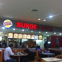 Foto tirada no(a) Burger King por Tiago d. em 2/28/2012