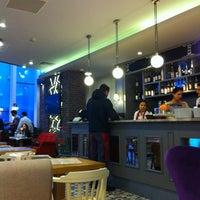4/10/2012 tarihinde Şükrü Ersoyziyaretçi tarafından Kule Cafe & Brasserie'de çekilen fotoğraf