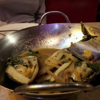 Das Foto wurde bei East-West Grille von Liza M. am 4/22/2012 aufgenommen