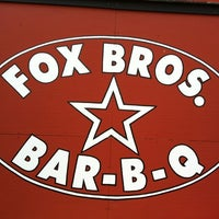 Foto tomada en Fox Bros. Bar-B-Q  por airlineguys el 6/3/2012