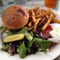 Снимок сделан в Dizzy's Diner пользователем Chris P. 6/24/2012