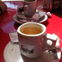 Photo taken at Crispauno by Anabela M. on 8/27/2012