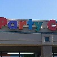 Foto scattata a Party City da Julie S. il 5/19/2012