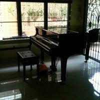 Photo taken at บ้านเปียโนพอเพียง by Pongwat A. on 9/10/2012