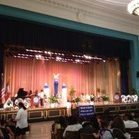 Das Foto wurde bei George Washington High School von Red am 6/26/2012 aufgenommen