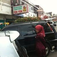 Photo taken at Manisan Lampung Yen Yen by Edith H. on 4/15/2012