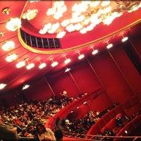 2/8/2012 tarihinde Serrita R.ziyaretçi tarafından Kennedy Center Opera House'de çekilen fotoğraf