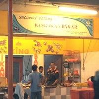 Photo taken at King Ikan Bakar Pantai Morib by Rozana -. on 6/3/2012