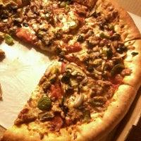 Photo taken at Pizza Hut by Jeferson G. on 5/11/2012