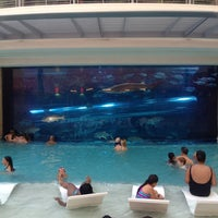 7/22/2012 tarihinde Cassie M.ziyaretçi tarafından Golden Nugget Pool'de çekilen fotoğraf