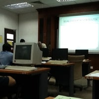 Photo taken at Jabatan Perangkaan Malaysia Negeri Sabah by Zuraihan S. on 2/20/2012