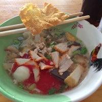 Photo taken at ข้าวมันไก่ หน้าองค์การ by Kwan K. on 4/16/2012