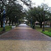 Das Foto wurde bei Military Walk von Shana C. am 3/10/2012 aufgenommen