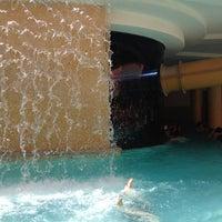 5/27/2012 tarihinde Michelle E.ziyaretçi tarafından Golden Nugget Pool'de çekilen fotoğraf