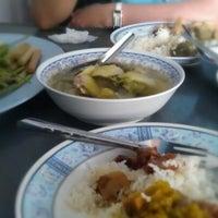 Photo taken at ร้านข้าวแกง.ชาวใต้ by Bumrungsin S. on 7/18/2012