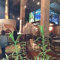 Photo prise au Leona Pizza Bar par Mauricio R. le4/4/2012