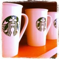Foto tirada no(a) Starbucks por Fabio S. em 2/28/2012